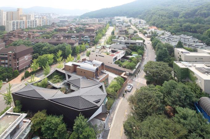 Công trình độc đáo với khu vườn mênh mông giữa nhà ở Hàn Quốc